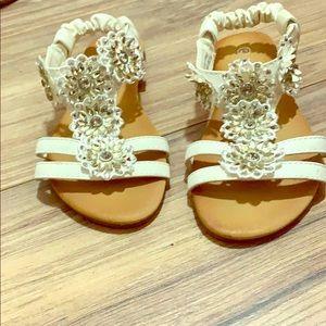 I'm selling kids sandals